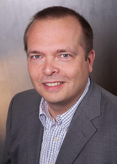 Lars-Rabeler-Institutsleiter-145x203