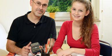 ABACUS Team Rabeler erteilt Mathe Nachchilfe zuhause beim Schüler in Bergen
