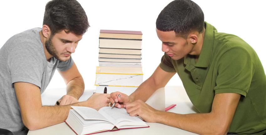 Nachhilfe beim Schüler in Lehre